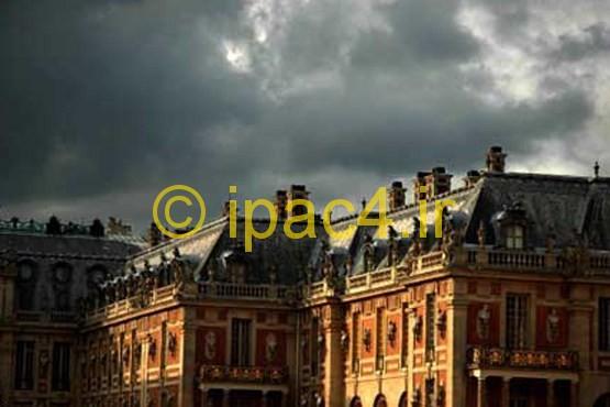 گوشه ای از ساختمان باشکوه کاخ اصلی ورسای پس از بارش باران پاییزی.,کاخ ورسای