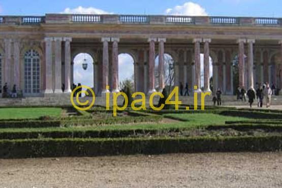 کاخ ورسای,منظره کاخ تریانون در مجموعه کاخ های ورسای و بخشی از پارک آن.