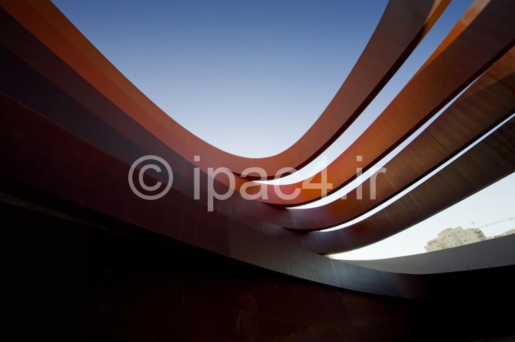 عکس از موزه Holon,عکس از نمای موزه , ورودی , گالری های موزه ,فرم موزه, نحوه نورگیری موزه  و پلان های موزه