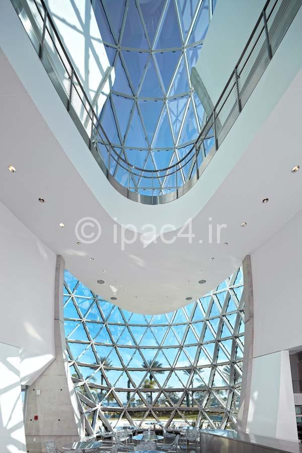 عکس از نما , نحوه ی نورگیری سقف , گالری ها , پله ها , کافی شاپ و دیگر فضاهای داخلی,موزه سالوادور دالی,نمای موزی,فرم موزه,پلان موز,فضای داخلی موزه,عکس موزه