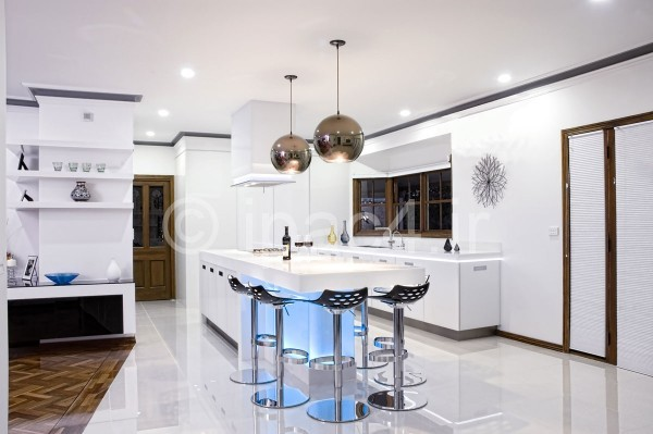 light-infused-modern-kitchen-600x399